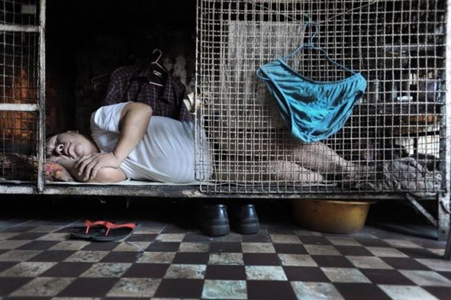Жизнь китайцев в клетках в Гонконге Thumb_78_f02e08c5301da4b0c0d19926e3f8c8f0