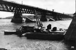 Очередной раз отстроенный Наводницкий мост, вид с левого берега, 1954 г.